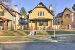 DTA Bend Vacation Rental Luxury Lodging Front House www.bluebirddayvacationrentals.com